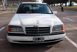 Vendo Mercedes Benz C180. Excelente!!