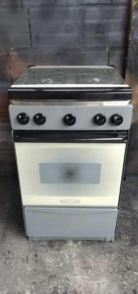 Vendo estufa con tapa de vidrio funcionan 4 fogones y horno