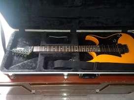 Vendo guitarra Ibanez Gio naranjada, con estuche tipo maleta marca Gator, excelente sonido y encuerdado 9/10.