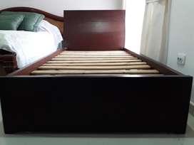Vendo cama moderna sencilla elegante poco uso