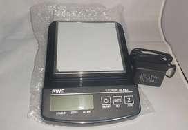Balanza para cocina o laboratorio marca FWE 1500g con adaptador eléctrica