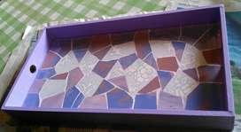 Bandeja artesanal de desayuno con azulejos rotos trencadis mosaico