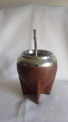 Mate Uruguayo calabaza torpedo forrado en cuero + bombilla. Negro o marrón