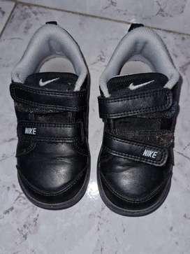 Zapatillas cuero con abrojo