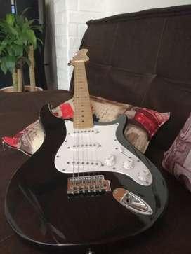 Guitarra eléctrica Beheringer como nueva.
