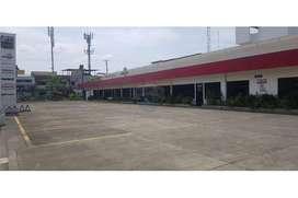 Alquilo Galpon, Oficinas y un Terreno en la Ave. Jose Rodriguez Bonin