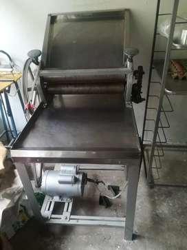 Se vende cilindradora de panaderia