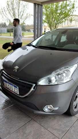Vendo Peugeot 208 allure pak cuero impecable con 44mil km