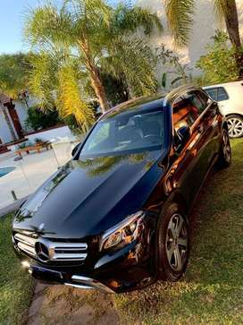 Vendo Mercedes Benz GLC 300 4Matic AMG LINE.