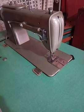 Máquina de coser plana