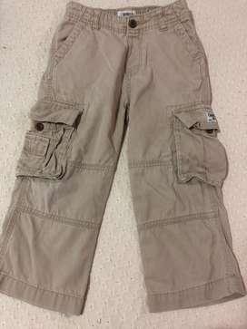 Pantalón tipo cargo beige talla 3