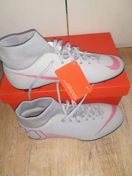 Botines Nike nuevos en caja. Mercurial