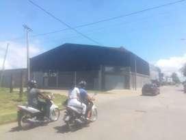 Galpón, esquina Comercial