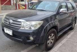 Vendo Toyota Fortuner año 2012 -