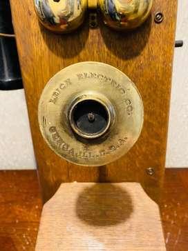 Telefono antiguo de madera y bronce