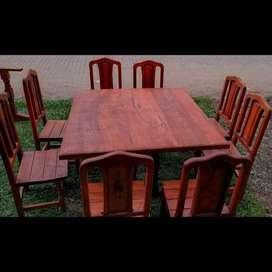 Mesas y Sillas de Algarrobo