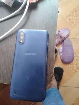 Celular Samsung A01 con detalles