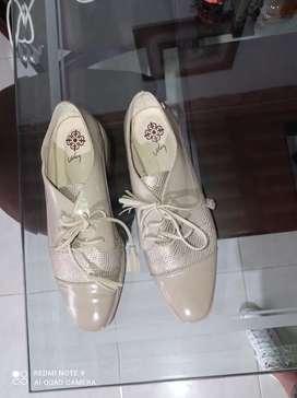 Zapatos de moda, solo tienen una postura, son muy cómodos, hermosos