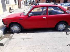 Auto clásico  Toyota Corolla año 74.
